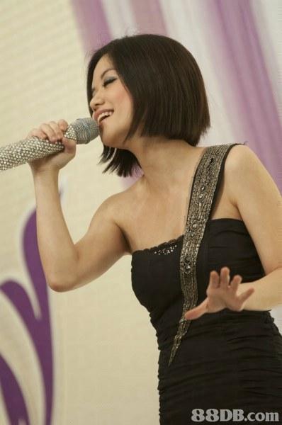 singer,microphone,hairstyle,shoulder,singing