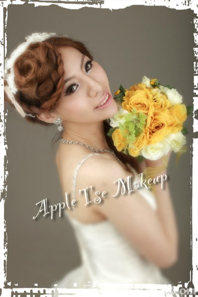 flower,bride,flower arranging,flower bouquet,hair accessory