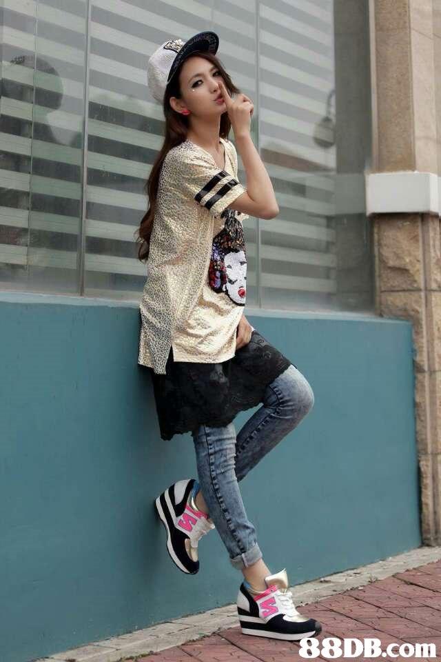 clothing,footwear,shoe,leggings,shoulder
