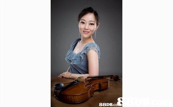 88DB.c  violinist,musical instrument,violin family,violist,string instrument