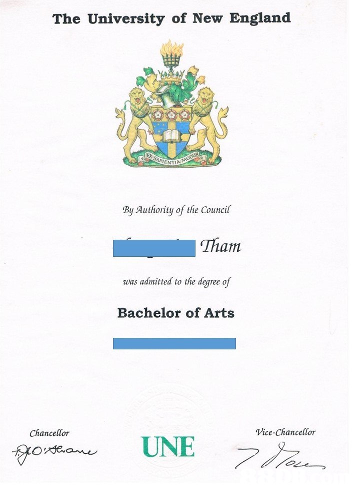 The University of New England By Authority of thie Council Tham was admitted to the degree of Bachelor of Arts Chancellor Vice-Chancellor UNE  text