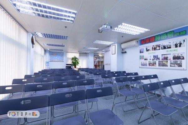 場地出租服務,  9559 3195 (劉先生),本中心可容納 20-80人,可作不同團體或私人租用、教學課程、會議、講座、教室等用途,適合!