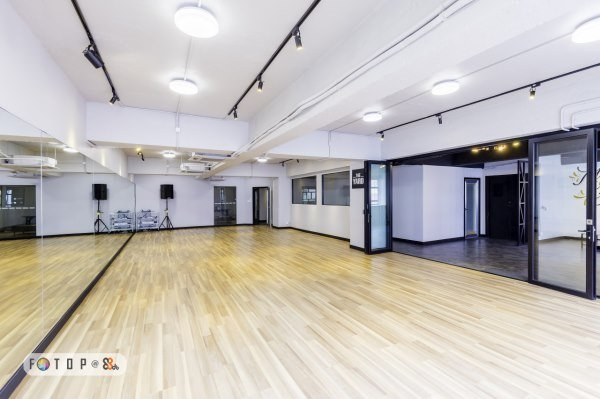 The YARD [新蒲崗舞蹈室租用] 7間500-1400呎 鏡房 活動室 24小時 Dance Studio 場地出租 舞蹈 戲劇表演 採排 空中瑜伽 攝影 拍攝 私人派對 興趣班 團體活動 街舞