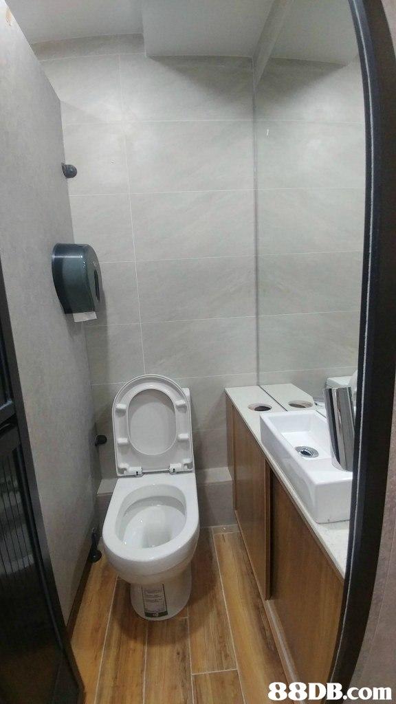 toilet,property,plumbing fixture,toilet seat,bidet