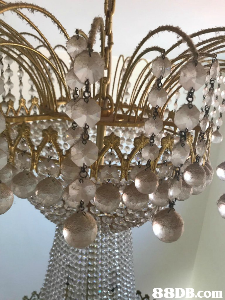 A   Chandelier,Light fixture,Lighting,Ceiling fixture,Ceiling