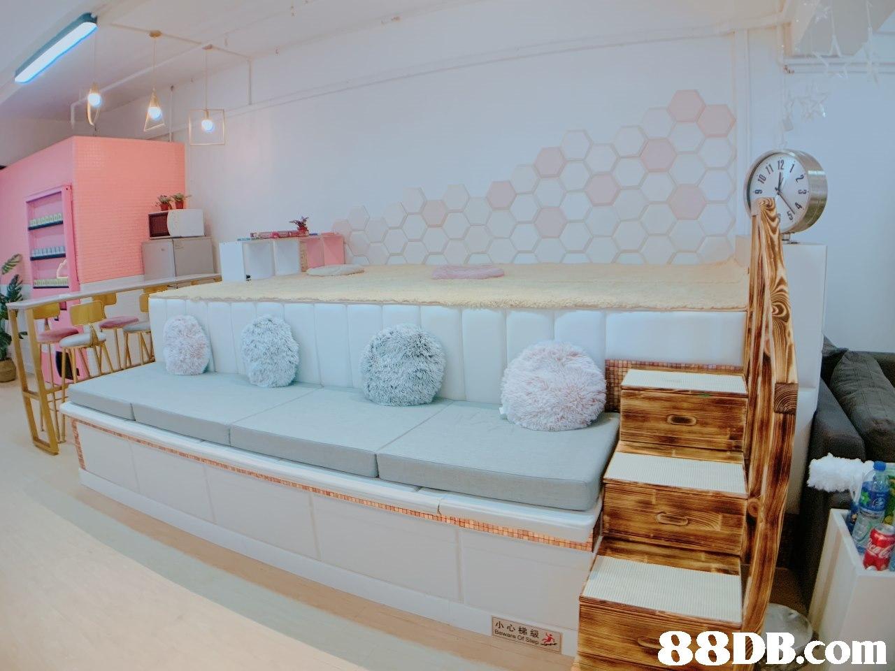 小心梯級 想点!,Furniture,Room,Property,Bed,Product
